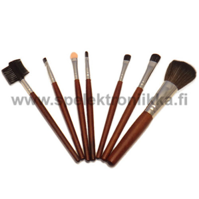 Makeup brush set can be used also to many other things